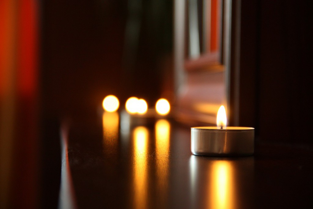love-romantic-date-candlelight